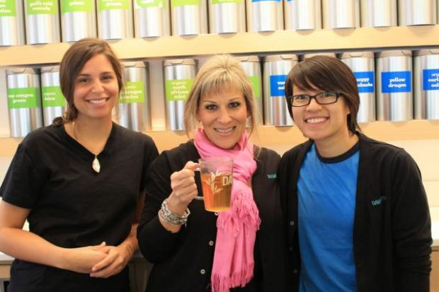 Images from DAVIDsTea's first week of business at 1645 N. Damen.