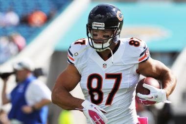 Chicago Bears tight end Kellen Davis is organizing a fundraiser for the fan who was slain in Jacksonville, Fla. after last week's game.