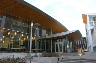 City health inspectors closed the Arley D. Cathey Dining Commons on the University of Chicago campus Thursday after finding fruit flies and mice droppings.
