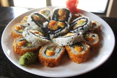 The city's only kosher sushi restaurant finds a niche in Jewish community.