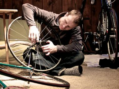 Learn how to fix a flat at a bike repair class offered by Roscoe Village Bikes.