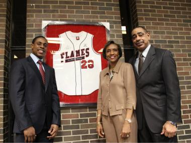 New York Yankees All-Star centerfielder Curtis Granderson will fund a multi-million dollar baseball stadium at University of Illinois at Chicago, his alma mater.