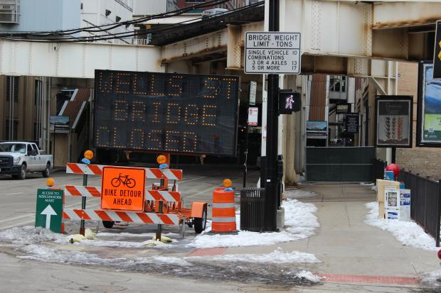 "Commuters dealt with the ""headache"" of the Wells Street Bridge construction Monday morning. The construction has interrupted Purple and Brown line ""L"" trains heading to and from the Loop through March 11, officials said."