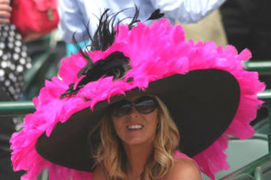 Go big or go home this weekend. Join the Kentucky Derby pub crawl in Roscoe Village, hit up a craft fair in Irving Park or cheer on a pack of liars in Ravenswood.