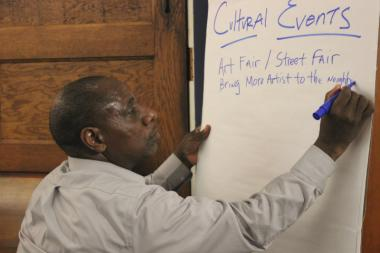 Perry Gunn, executive director of the North River Commission, takes part in an arts and culture brainstorming session.