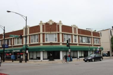 Controversial businessmen want to open a bar in a storefront at the corner of North Broadway and Irving Park, but residents are opposed.