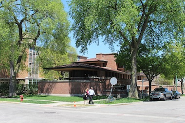 Frank Lloyd Wright's Robie House is bringing back Friday drinks after work hours in October.