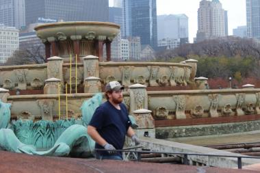 Park district crews can be seen winterizing Buckingham Fountain in this file photo
