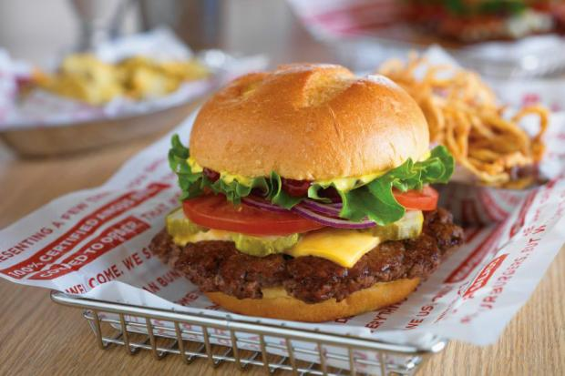 Smashburger is set to open its first Chicago location in Lincoln Park next week.