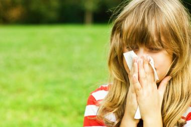 Allergy season for mold and ragweed lasts from mid-September to late October or November in Chicago, an allergist said.