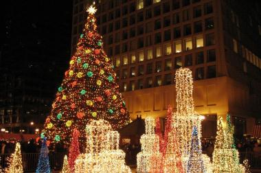 a lighted tree in the loop - Christmas Tree In Chicago