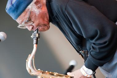 Fred Anderson plays tenor saxophone at a concert.