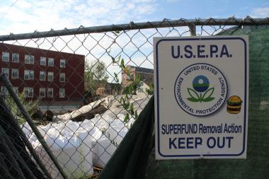 An U.S. Environmental Protection Agency sign at a cleanup at the Lowenthal lead factory site in Pilsen.