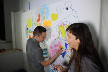 Nicholas Szczepanik (l.) and Marina Pfenning draw the next installment at Roman Susan Art Gallery in Rogers Park, which is included on the walking tour.