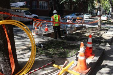 Phone and Internet service was knocked out on Greenview Avenue Tuesday as crews with AT&T fixed a damaged cable, according to the 49th Ward office.
