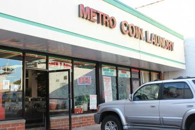 Ald. Mell says she supports a dry cleaners opening in place of this laundromat, located in an Albany Park strip mall.