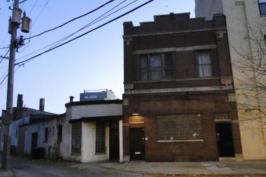 Developer Mark Sutherland has a pending contract on a two-flat brick apartment building at 1517 N. Haddon Ave. and has already purchased the former warehouse building next to the building.  Sutherland is would like to build a six-story 45-unit apartment building on the premises.