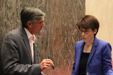 Ald. Ricardo Munoz and Budget Director Alexandra Holt talk after Monday's hearing.