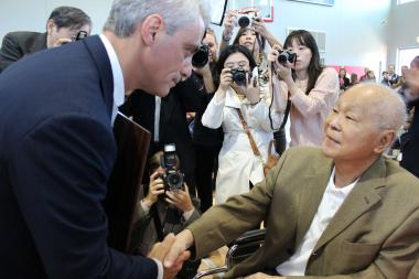 Mayor Rahm Emanuel greets Chinatown's Leonard Louie at the October 2013 debut of the community field house at Ping Tom Memorial Park.