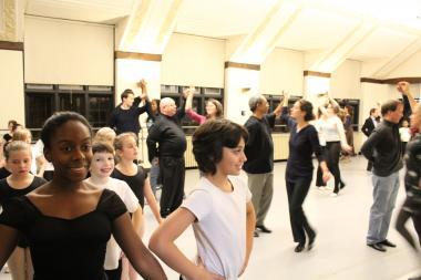 The Hyde Park School of Dance is offering a free dance lesson before its annual gala.