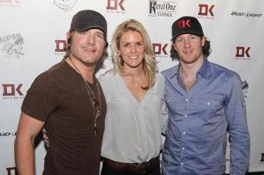 Duncan Keith (r.) and his wife Kelly-Rae are hosting a charity concert at Joe's Bar on Weed on Jan. 20.
