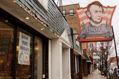 The Lincoln Restaurant, a North Center fixture since 1970, is closing at the end of the month as its owners retire.