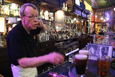 Bartender Bill Hemme has manned the tap at Four Farthings in Lincoln Park for 32 years.