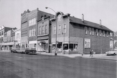 A flashback to 1966. The 1501 N. Milwaukee Ave. building is at the northeast corner of Milwaukee Avenue and Honore Street.