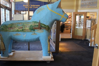 Andersonville's Dala horse is back in the neighborhood.