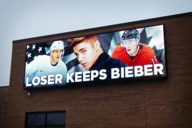 A Command Transportation sign with Team USA's Patrick Kane (r.), Justin Bieber (c.) and Canada's Jonathan Toews.