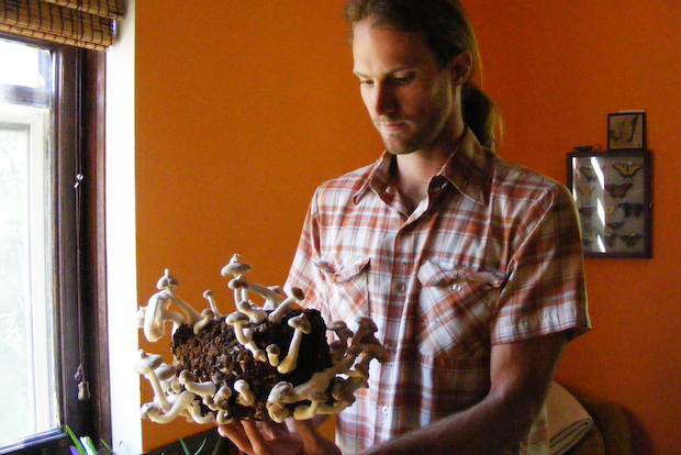 Michigan native Kevin Hovey has raised more than $4,000 to build a mushroom lab.