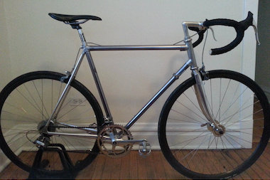 The stolen bike, a 1982 Vitus 979 road bike, made of a bonded aluminum frame with anodized tubing, features a full Shimano 600 tri-color group, including headset, cranks and brakes. The wheels are H+son archtype anodized rims, laced to Suzue road hubs with anodized nipples to match the tri-color group and vintage Cinelli handlebars and stem.