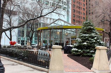 Streeterville and Near North Side residents say signs are necessary to make it clear that interior and exterior seating at the Argo Tea in Connors Park are open to the public without making purchases.