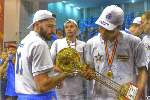 Chicago native Alhaji Mohammed won a basketball title in Romania.