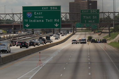 Police investigate a shooting on the Dan Ryan Expy. File photo.