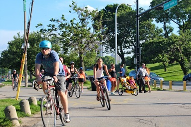Cyclists, joggers and pedestrians on the lakefront path at the Fullerton junction.