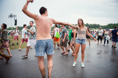 A man and woman dance on the third day of Lollapalooza 2014.