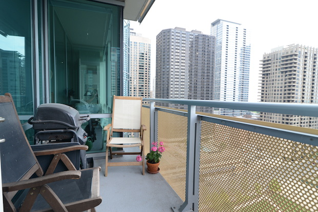 "At 505 N. McClurg Court, Apt. 1703, all rooms offer ""gorgeous, unobstructed views"" of the city."