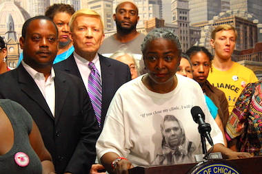 "Backed by Aldermen Roderick Sawyer and Bob Fioretti, N'Dana Carter said promises of care were ""not fulfilled."""