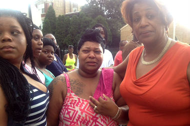Cynthia Lane (center) sobbed over the death of her son Roshad McIntosh Monday. McIntosh was fatally shot by police Sunday.