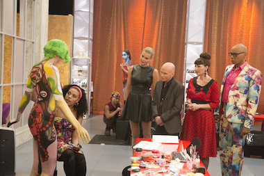 "Robin Barcus-Slonina, a graduate of the School of the Art Institute of Chicago, is a judge and producer of ""Skin Wars,"" a television show debuting Wednesday on the Game Show Network. Here, Barcus-Slonina (second from r.) judges a contestant with judges RuPaul (r.), Craig Tracy (third from r.) and host Rebecca Romijn."