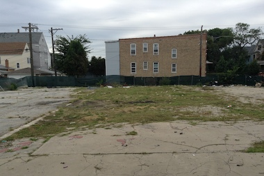 The 32-unit, four-story building will be constructed on this empty lot at 3060 N. Milwaukee Ave.