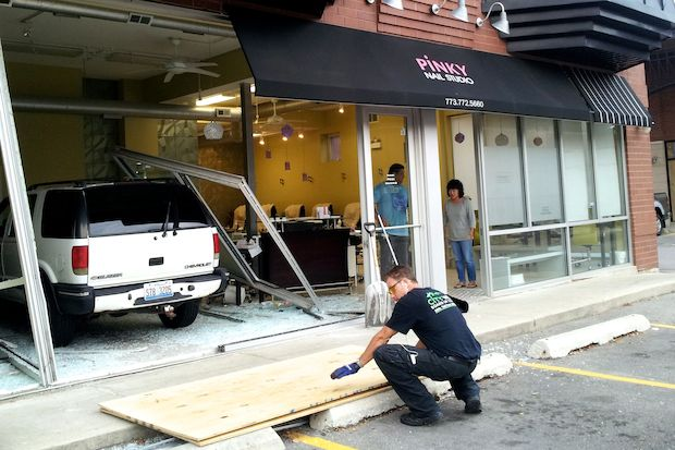 Suv Crashes Into Wicker Park Nail Salon Wicker Park Chicago