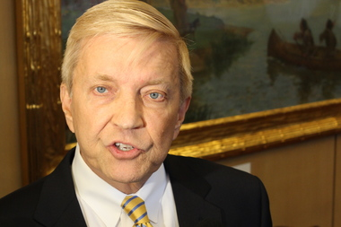 Ald. Bob Fioretti formally filed petitions to challenge Mayor Rahm Emanuel in February's municipal election.
