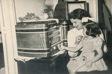 Pirate Radio Station Transmits Old-Time Mystery Shows for Insomniacs