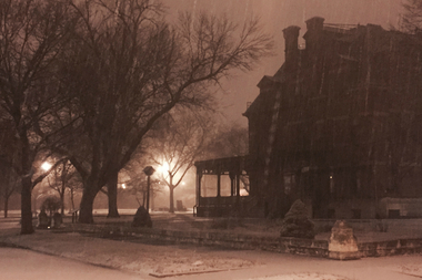 Snow began falling in Pullman and the rest of the city Saturday evening.