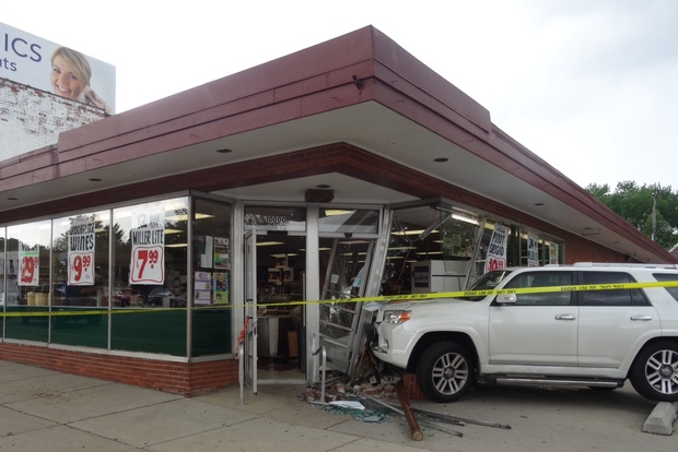 beverly liquor store has car drive into window for second time in 20 years beverly chicago. Black Bedroom Furniture Sets. Home Design Ideas