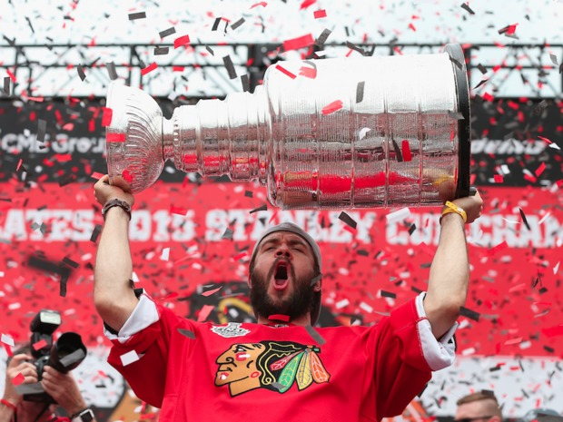 Fans excited the celebrate the Blackhawks championship got the party started bright and early at Soldier Field Thursday.