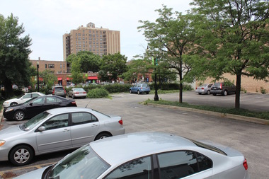 The University of Chicago will show plans for a hotel on a 53rd Street parking lot at a July 28 meeting.