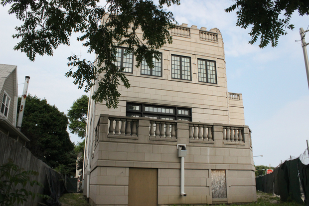 That castle on the kennedy expy has a new owner and for 3721 n parkview terrace chicago
